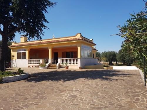 Villa Mono/Bi Familiare In Ottimo Stato, Ampio Piazzale e Giardino Recintato.