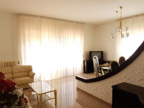 Appartamento con Terrazza a Livello e Box Auto.