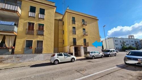 Zona San Filippo Appartamento Al Piano Rialzato Di Quattro Vani e Accessori.