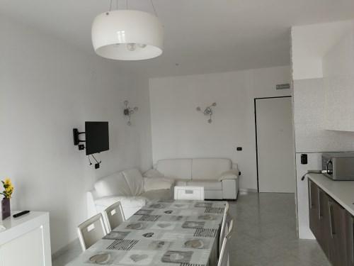 Appartamento Di Tre Vani e Accessori Con Ottime Rifiniture Completamente Arredato