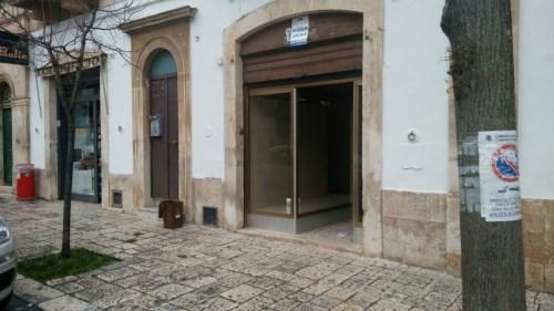Centrale, Tipico Locale Commerciale in Pietra, Doppia Esposizione.