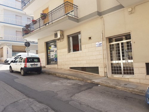 Zona Foro Boario Appartamento di Tre Vani e Accessori  in Piccolo Condominio