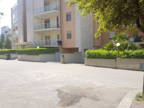 Zona Putignano 2000 Appartamento in Ottime Condizioni 4 Vani e Box Auto.