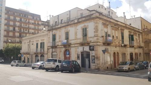 Centrale, Angolare Piccolo Appartamento in Pietra e Locale al Piano Terra.