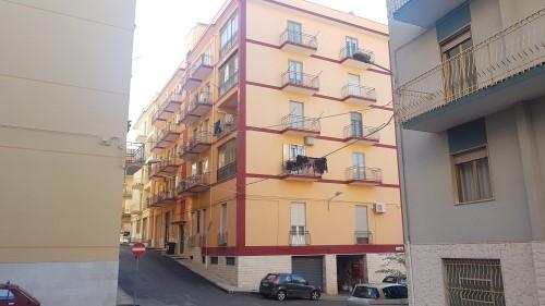 Luminoso Appartamento di Due Vani e Accessori Zona Foro Boario.