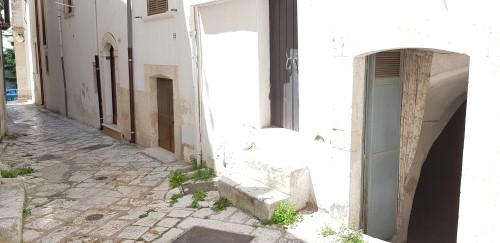 Locale Abitazione a Pochi Passi Dall' Estramurale a Mezzogiorno. In Pietra.