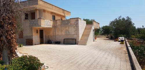 Panoramica Villa Di Quattro Vani Doppi Accessori Tra Piano Terra e Primo.