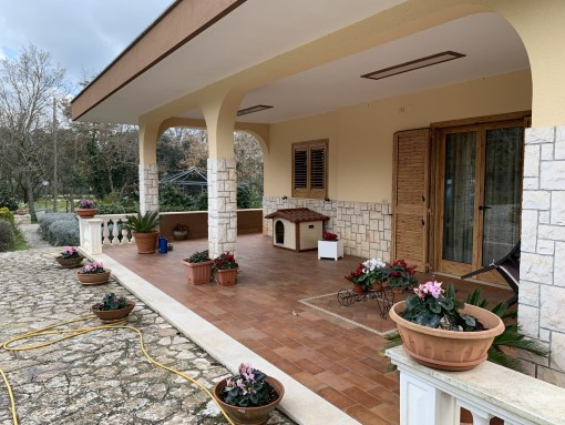 Large Villa With Attic, Tavern, In Good Condition, Photovoltaic System. Class A