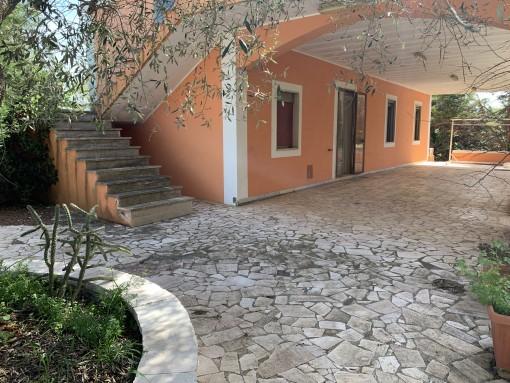 Nelle Vicinanze, Villa Di Tre Vani, Accessori, Veranda, Giardino. Termo.