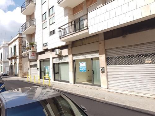 Centrale Locale Commerciale o Ufficio al Piano Terra con Deposito al Piano S1.