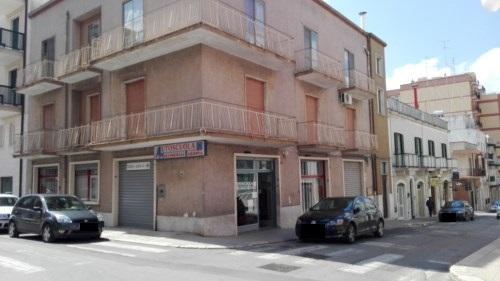Appartamento Centrale con Posto Auto, Cantina,Terrazzo