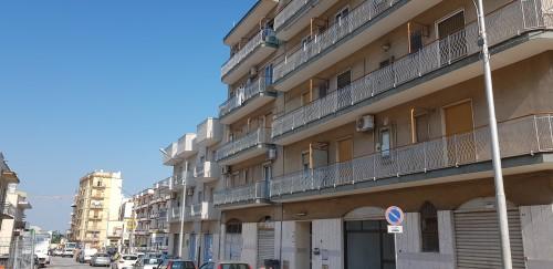 Appartamento In Buono Stato al Secondo Piano, Tre Vani e Accessori.