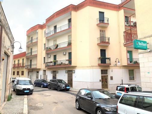Centrale Appartamento Al Terzo Piano Composto di Quattro Vani Oltre Accessori.