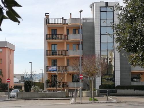 Putignano 2000, Appartamento Di Tre Vani Oltre Accessori Con Box Auto.