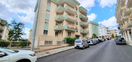 Appartamento 4 Vani Doppi Servizi, Ottime Condizioni, Climatizzato.