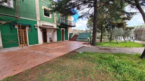 Villa Al Piano Terra Nel Centro Abitato, Completa Di Tutti I Servizi. Giardino.