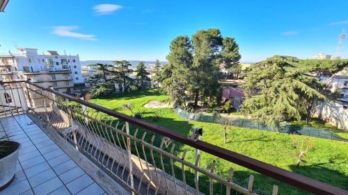 Appartamento Zona Centrale Panoramico di Due Vani e Accessori, con Ascensore