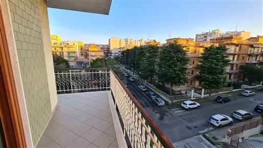 Appartamento Angolare In Zona San Filippo Con Ascensore E Box Auto.